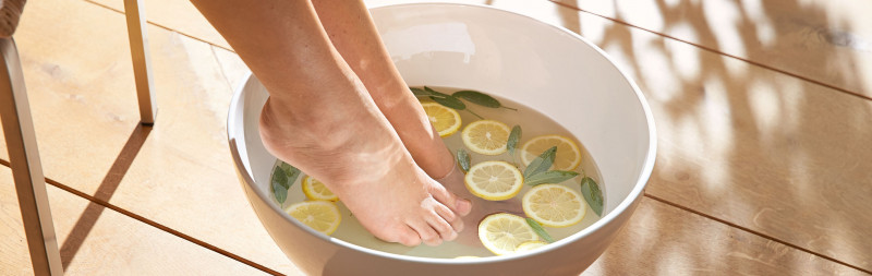 Dr. Hauschka: il trattamento olistico per la pelle comincia dai piedi
